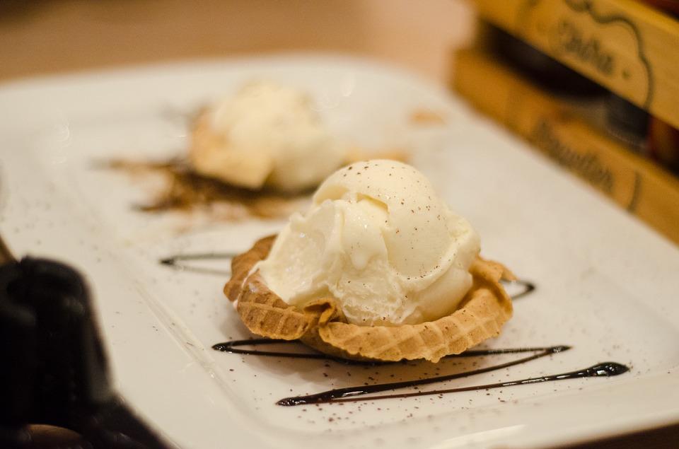 Aprende cómo servir el helado de coco con diferentes ingredientes